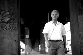 """O ator Fernando Bezerra interpreta Expedito, o papel principal de """"Transeunte"""", de Eryk Rocha."""
