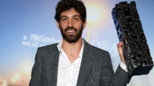 Le réalisateur américain, Joshua Weinstein récompensé pour son film « Brooklyn Yiddish » au festival de Deauville en France, le 9 septembre 2017.