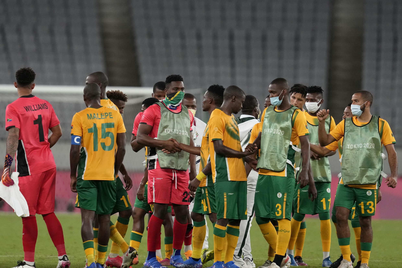 Les footballeurs sud-africains après leur défaite 1-0 face au Japon, au premier tour des Jeux olympiques de Tokyo 2021.