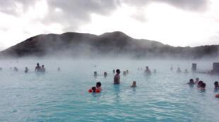 Le Lagon Bleu est l'un des principaux sites touristiques islandais.