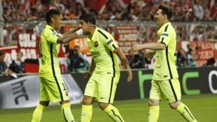 Washambuliaji walioiokoa Barcelona Jumanne Mei 12 dhidi ya Bayern Munich ya Ujerumani, Neymar, Luis Suarez na Lionel Messi (kushoto kwenda kulia).
