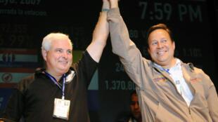 El presidente Ricardo Martinelly y Juan Carlos Varela, el 3 de mayo de 2009.