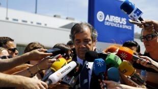 O responsável das operações de teste da Airbus, Fernando Alonso, durante coletiva à imprensa em Sevilha, Espanha.
