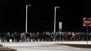 Imigrantes mexicanos e latinos tentando atravessar fronteira sul do México para Estados Unidos