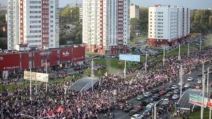 L'opposition dans la rue pour rejeter les résultats de l'élection présidentielle à Minsk, le dimanche 4 octobre 2020.