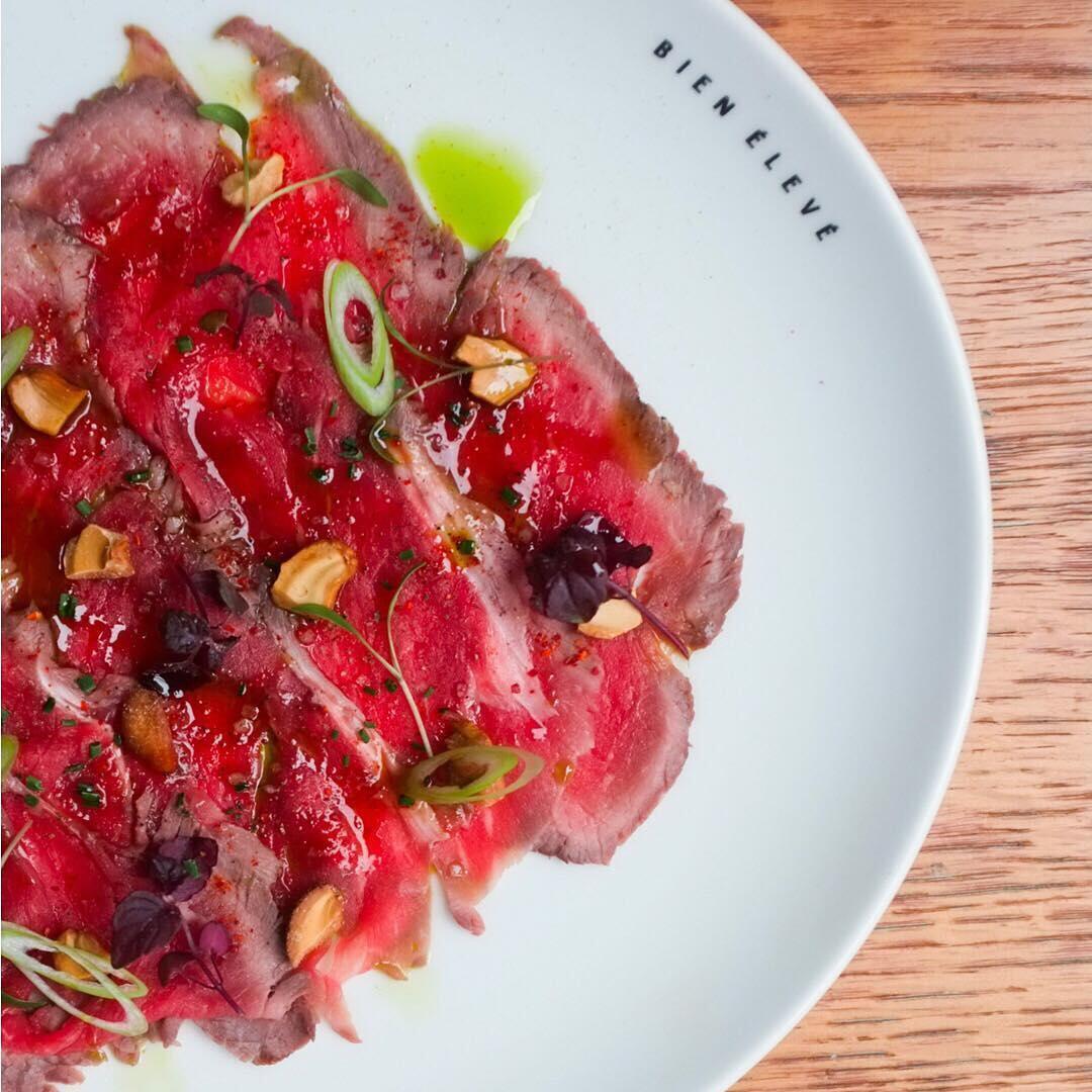 Restaurante Bien Élevé prega comer menos carne, mas de melhor qualidade.