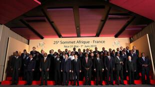 Photo d'ensemble des représentants des Etats africains participant au Sommet Afrique-France 2010 à Nice.