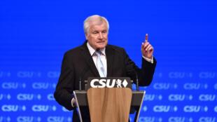 Le ministre allemand de l'Intérieur et président de l'Union chrétienne-sociale (CSU) le 15 septembre 2018 au congrès de son parti, à Munich, en Bavière.