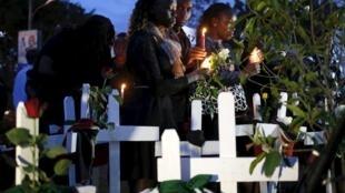 Manifestantes durante la vigilia en honor de las víctimas del ataque terrorista en el noreste del país, Nairobi, 7 de abril de 2015.