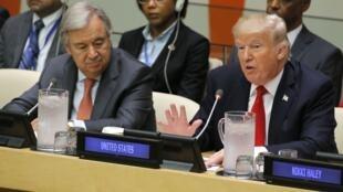 Tổng thư ký Antonio Guterres (T) và tổng thống Mỹ Donald Trump trong diễn đàn thảo luận về cải cách Liên Hiệp Quốc tại trụ sở New York ngày 18/09/2017.