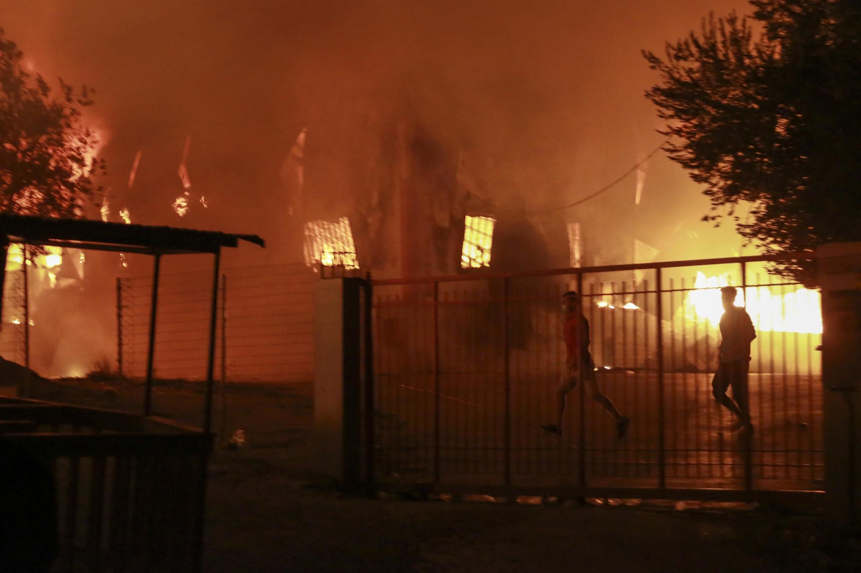 Un important incendie s'est déclaré, mercredi 9 septembre au matin, dans le camp de migrants de Moria, à Lesbos.
