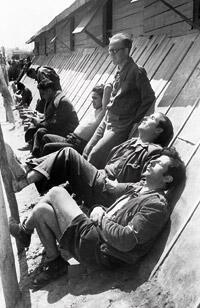Camp de réfugiés de Bram. 1939. Agustí Centelles.