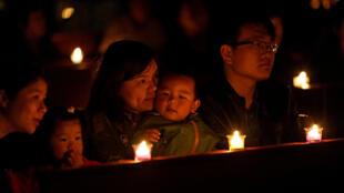 2018年3月31日上海某天主堂复活节子夜弥撒。