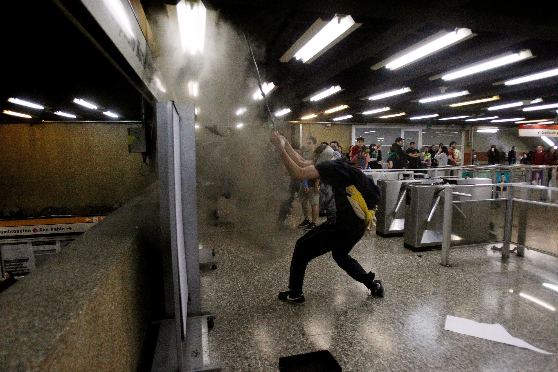 L'ensemble du réseau du métro a été fermé en raison des troubles, vendredi 18 octobre 2019.