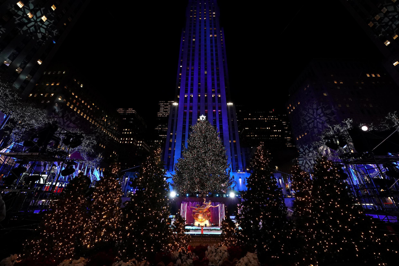 Новогодние ели в нью-йоркском центре Рокфеллера.