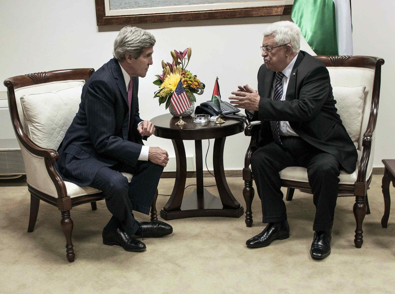 John Kerry et le président de l'Autorité palestinienne Mahmoud Abbas, le 4 janvier 2014 à Ramallah.