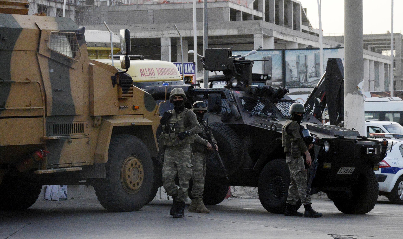 L'armée turque s'est déployée dans le centre-ville de Diyarbakir, le 9 juin 2015.