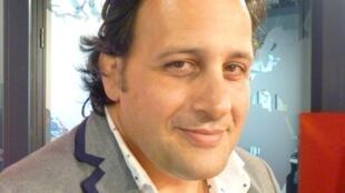 El baritono y ex-jugador de rugby argentino Omar hasan en los estudios de RFI en París.