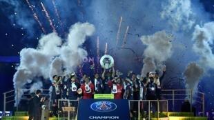 Como aconteceu em 2018, o PSG vai celebrar um novo título de campeão, o oitavo da história do clube parisiense.