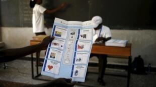 Un bulletin de vote lors de l'élection présidentielle au Burundi, le 21 juillet 2015.