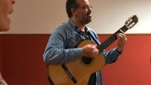 O músico brasileiro Leandro Bomfim.