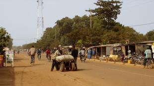 La rue principale de Koudougou en centre ville.