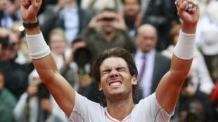 Rafael Nadal celebra seu oitavo título no torneio de Roland Garros
