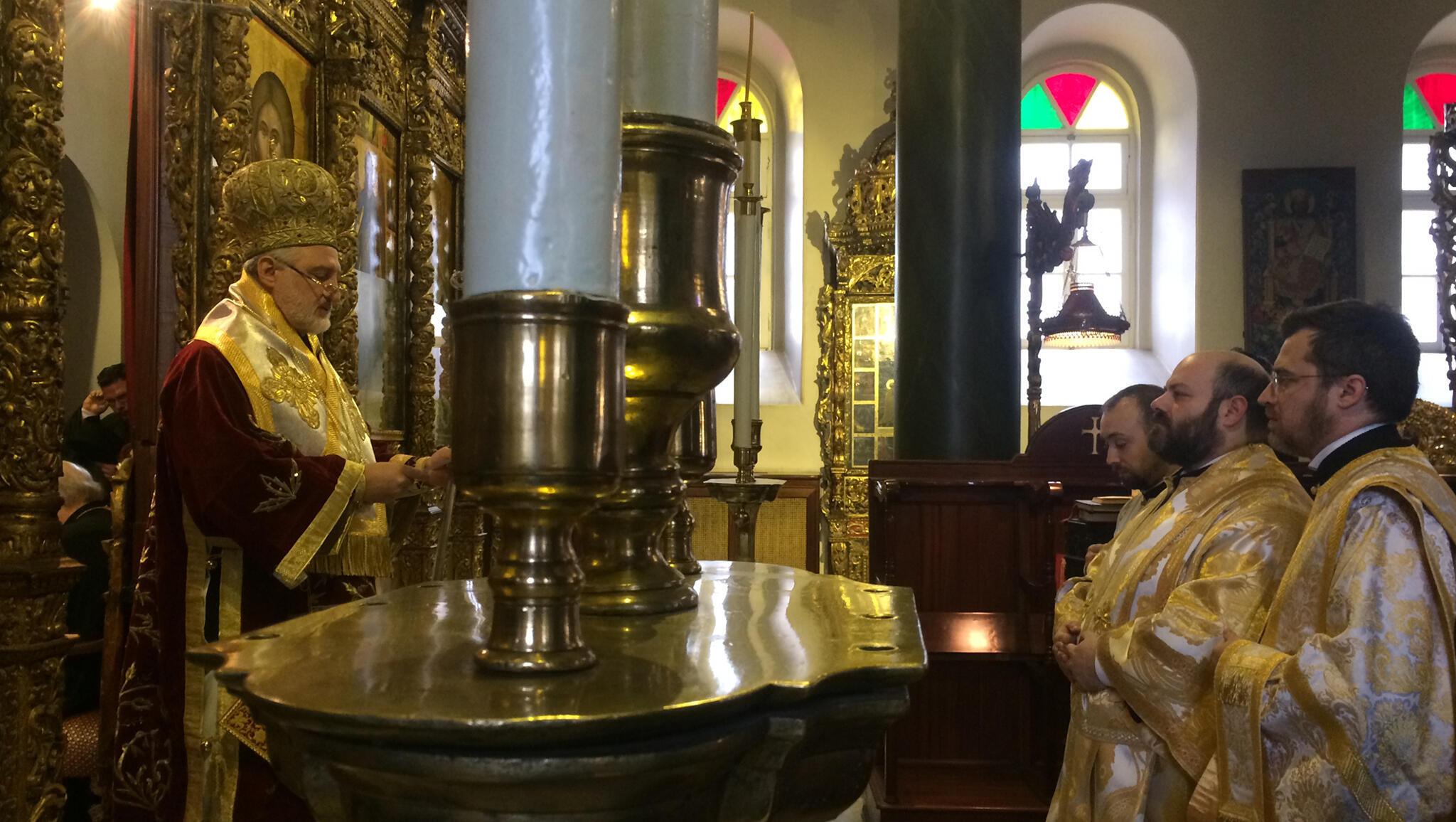Ordination d'un prêtre orthodoxe comme diacre dans l'église du monastère d'Halki, situé au sommet de l'île d'Heybeliada.