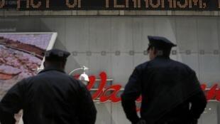 O policiamento foi reforçado em várias cidades americanas depois do atentado em Boston.