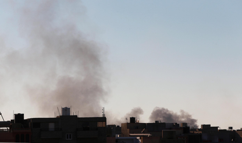 La fumée des combats au-dessus de Benghazi, le 9 juin 2016.