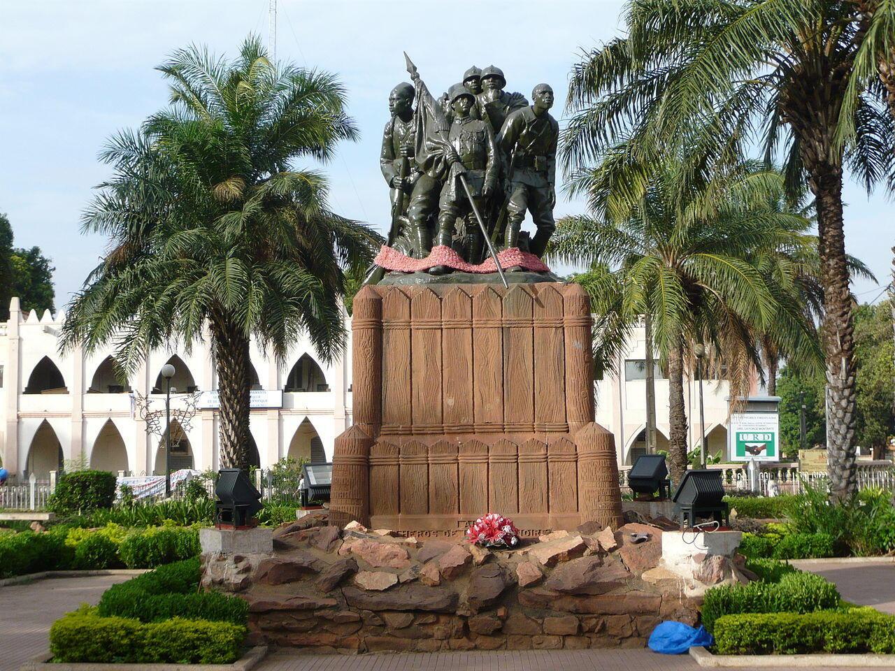 Monument aux héros de l'armée noire, place de la liberté, à Bamako.