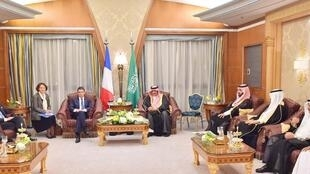 Saudi Crown Prince Mohammed bin Nayef (5th R) meets French Prime Minister Manuel Valls (4th L) in Riyadh, 12 October  2015.