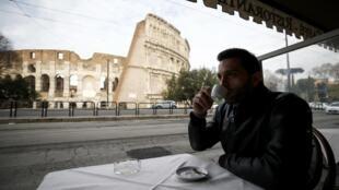 2021-02-01 italy rome colosseum cafe covid-19