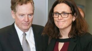 O representante comercial dos EUA, Robert Lighthizer, e a comissária europeia para o Comércio, Cecilia Malmstrom, participam de uma reunião para discutir o excesso de capacidade do aço, em Bruxelas, na Bélgica, 10 de março de 2018