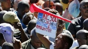 Une manifestation près d'une mine de platine en Afrique du Sud, le 29 avril 2014.