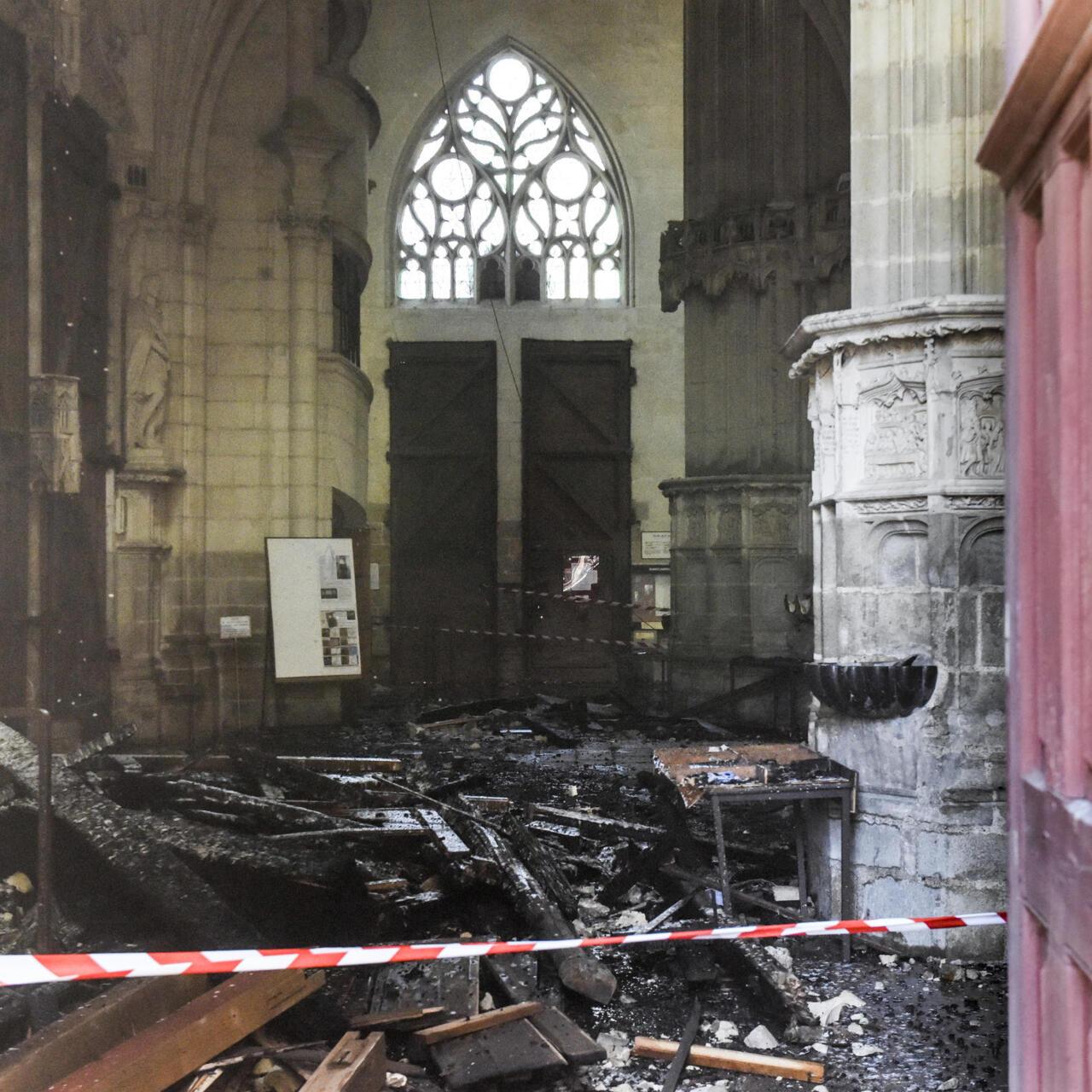 Полиция отпустила задержанного по делу о пожаре в соборе Нанта