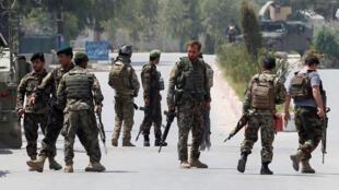 L'armée afghane déployée à Jalalabad sur le lieu de l'attaque contre un bâtiment abritant les services de l'Education nationale.
