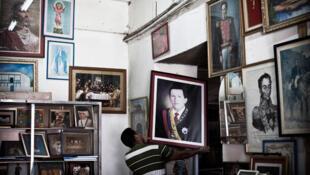 Depuis 1998, Hugo Chavez est omniprésent dans la vie des Vénézuéliens.