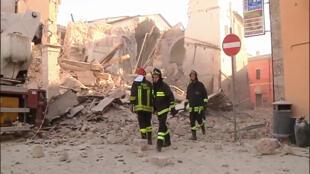 بامداد یکشنبه ٣٠ اکتبر/٩ آبان، زمینلرزهای به شدت ٦٫٥ درجۀ ریشتر مرکز ایتالیا را تکان داد.