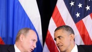Rencontre, le 18 juin en marge du sommet G20 à Los Cabos, entre le président américain Obama (d) et son homologue russe Poutine. Ils plaident pour une solution politique à la crise syrienne.
