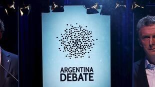 Les deux candidats du second tour de la présidentielle en Argentine ont participé dimanche 15 novembre au premier débat présidentiel télévisé de l'histoire du pays.