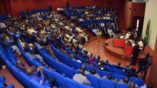 Les députés burkinabés ont débuté une enquête en vue de faire payer par les contribuables ce qu'ils doivent à l'Etat.