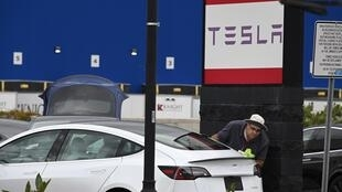 Tesla's claim it is nearing a system with full self-driving capacity, known as Level 5, was met with skepticism