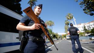 França pode reforçar o dispositivo de segurança em todo o país.