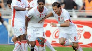 Les Tunisiens célèbrent le but décisif d'Issam Jemaa (au centre) face au Kenya.