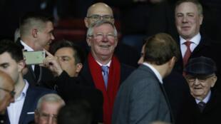 Toshon mai horar da kungiyat Manchester United Sir Alex Ferguson cikin 'yan kallo yayin karawar United da Rostov FC ta Rasha, yayin gasar Europa, a filin wasa na Old Trafford,