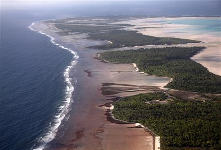 República de Kiribati, no atol de Tarawa, na região central do Oceano Pacífico.