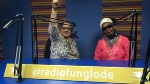 Delia Blanco (izquierda) y Xiomara Fortuna (derecha) durant la grabación del programa París América, Santo Domingo, 2 de febrero de 2015.