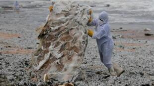 sri lanka plastique océan navire en feu