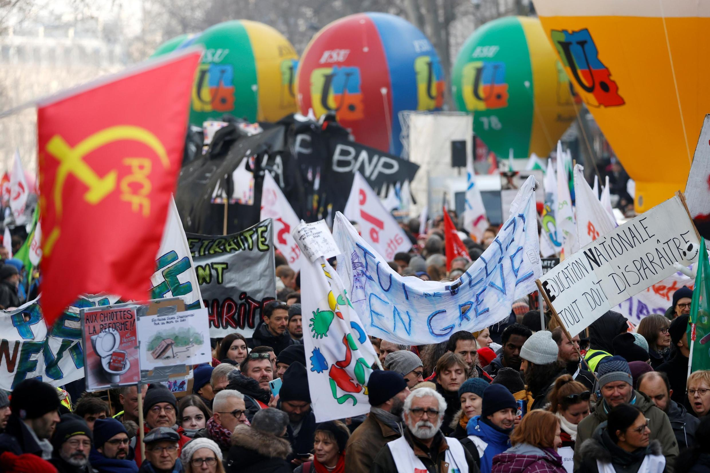More strikes to come? The intersyndicale union grouping wants a massive day of action on Tuesday 3 March to protest Emmanuel Macron's pension reform.